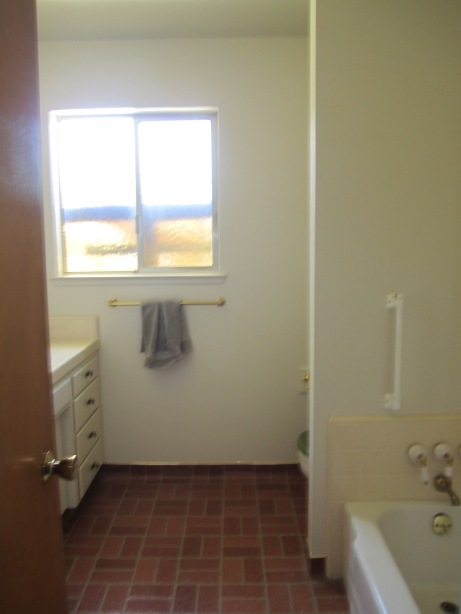 A little blurry, but notice the lack of shower and the hint of a green toilet seat...